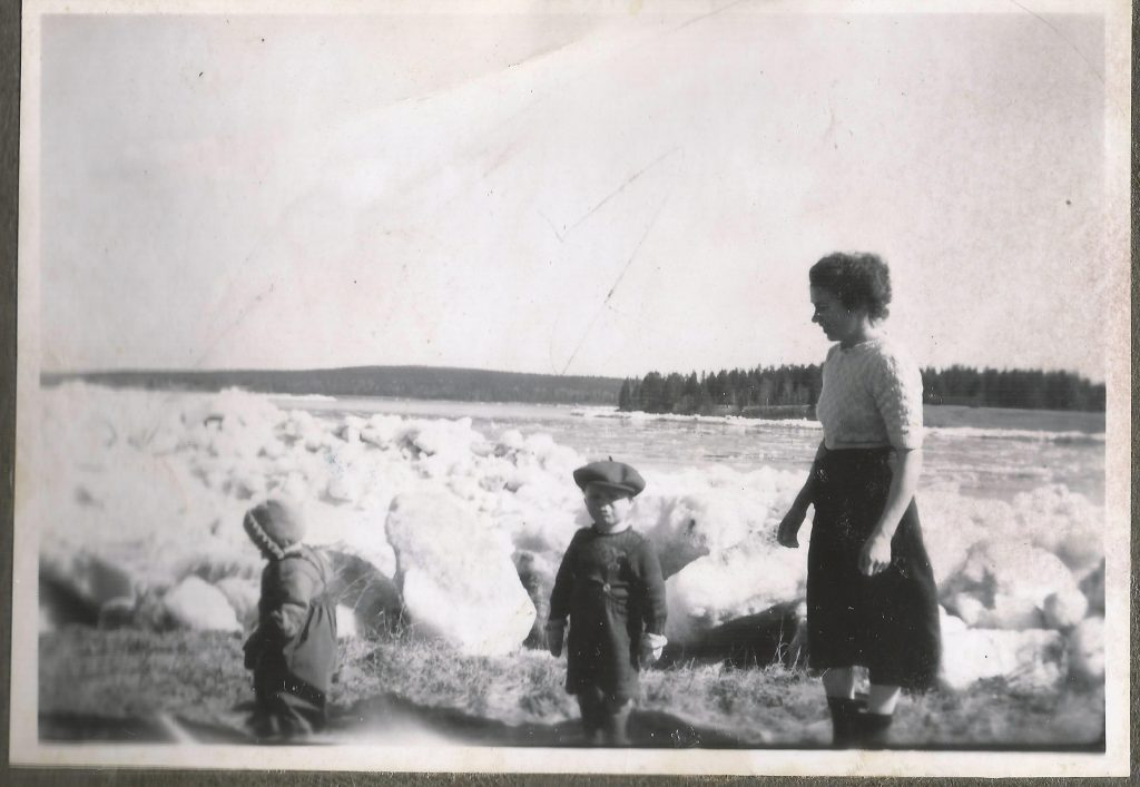 Kemijoen rannalla, Eija Marianne, Juhani ja Katri Tiuraniemi